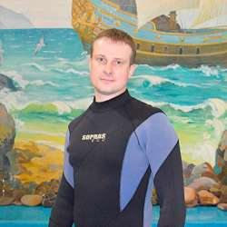dolphin therapy specialist Yuri Pavlov, photo